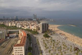 Playa de la Barceloneta vista desde la Torre Sant Sebastià, Barcelona, España