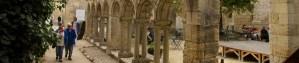 Las ruinas del claustro del Monasterio de los Cordeliers, en Saint-Émilion, Francia