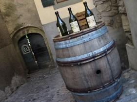 Botellas de vino en Cully, región de vitícola de Lavaux, Suiza