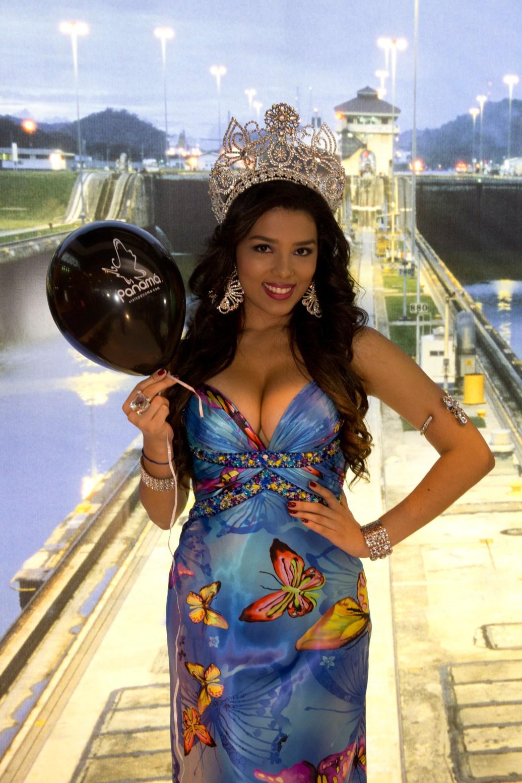 Estefanía Mora, Reina del Carnaval 2012 de la Ciudad de Panamá, en FITUR 2013