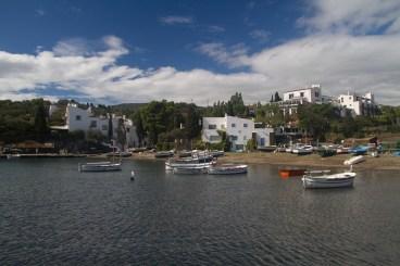 Vista general de Portlligat con la casa de Salvador Dalí, España