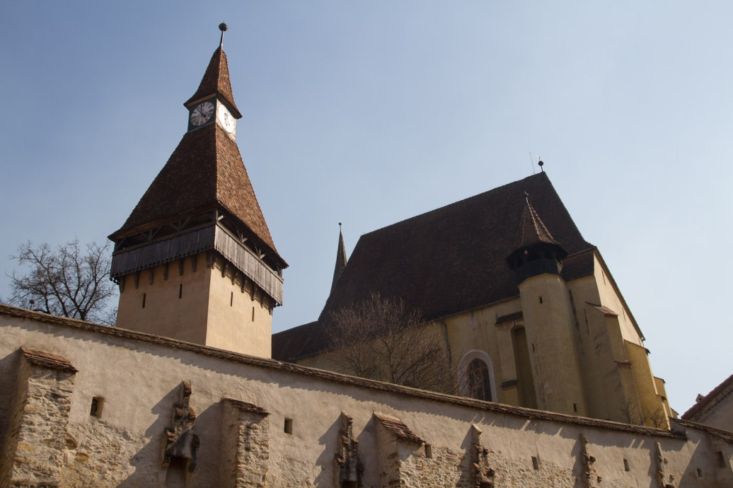 Domingo 24 — Muros exteriores de la Iglesia fortificada de Biertan, Rumanía