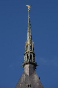 Aguja de la iglesia del Mont-Saint-Michel, con la escultura del arcángel, Normandía, Francia