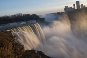 Atardecer en las cataratas del Niágara, Niagara Falls, EE.UU.