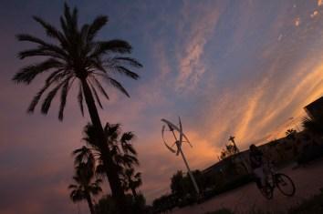 Viernes 17 — Atardecer en el paseo marítimo de Málaga, España