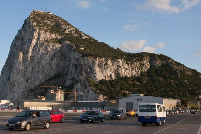 Entrada a Gibraltar a través del aeropuerto