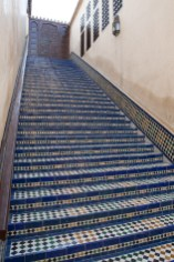 Escalera en la universidad de Al-Karaouine, Fez, Marruecos