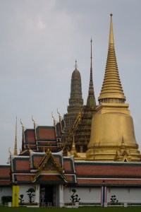 Chedis del templo Wat Phra Kaew, Bangkok, Tailandia