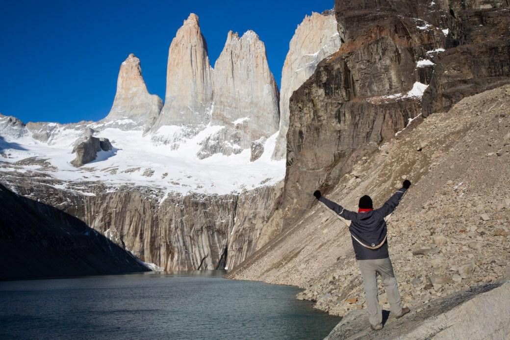 En el mirador de la base de las Torres del Paine, Chile