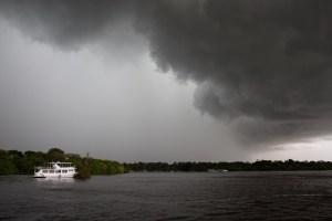 Una tormenta tropical en el Amazonas, cerca de Manaos, Brasil
