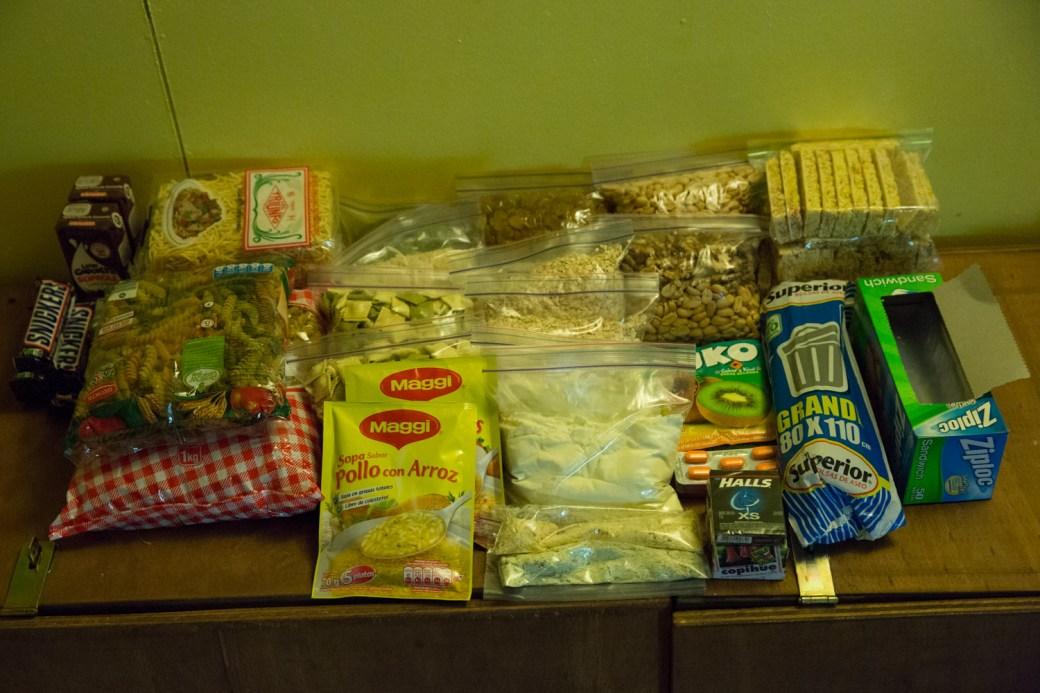 Provisiones para cinco días de trekking en Torres del Paine
