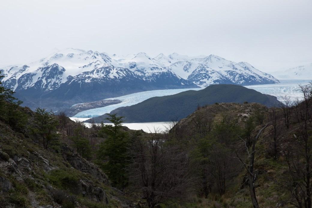 Primera vista del glaciar Grey, viniendo desde el refugio Paine Grande, Chile