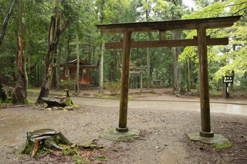 Torii en el santuario de Hosshinmon-oji, Japón