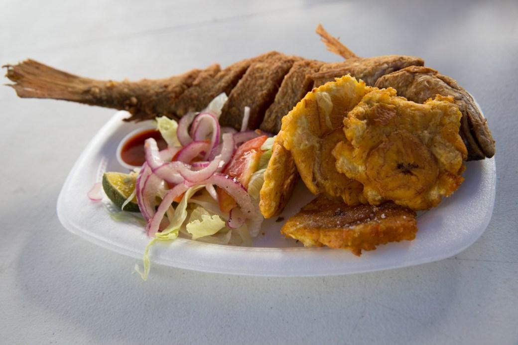 Pescao frito con patacones