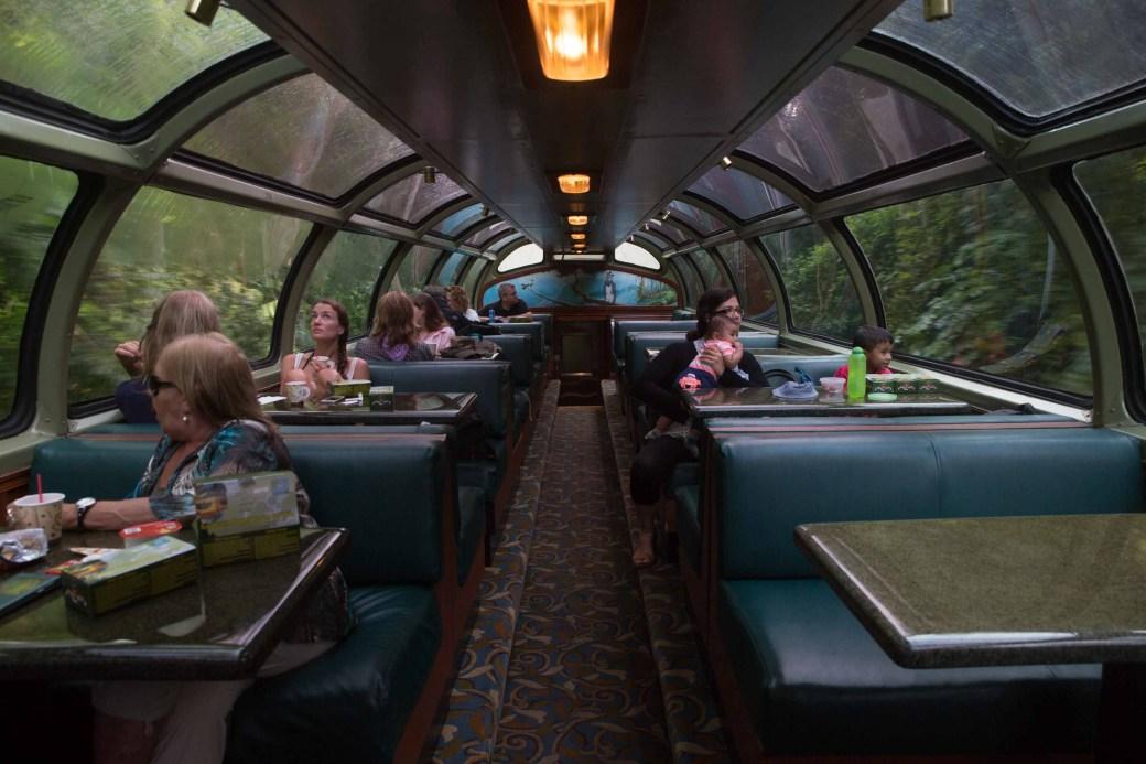 El vagón Río Chagres con su techo de cúpula de vidrio
