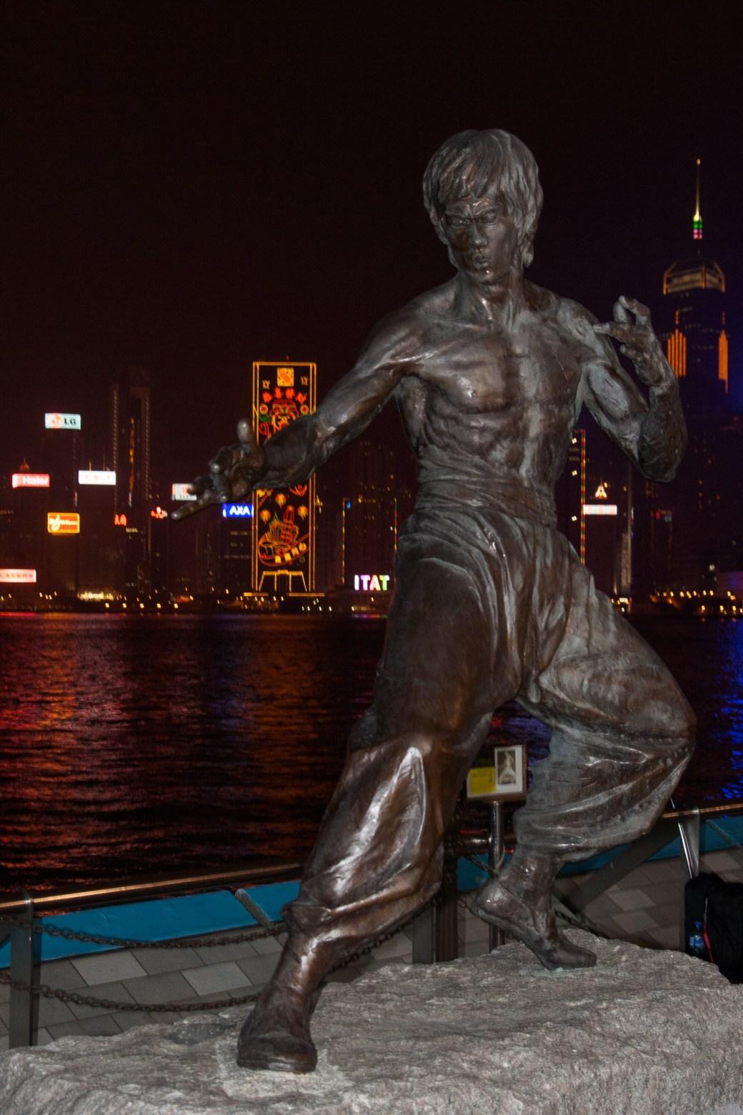 Estatua a Bruce Lee en la Avenida de las Estrellas