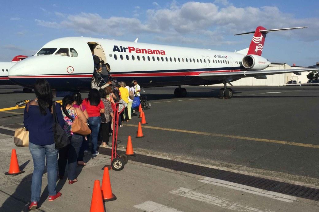 Embarcando un vuelo de Air Panama en el aeropuerto de Albrook, Panamá
