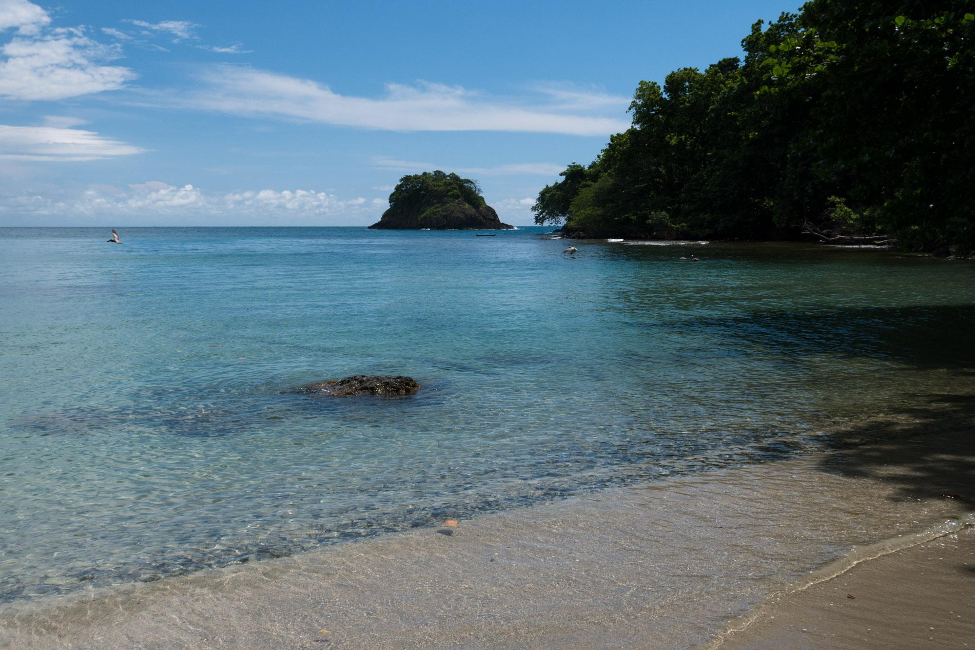 Playa Huertas e Isla Drake, bahía de Portobelo, Panamá