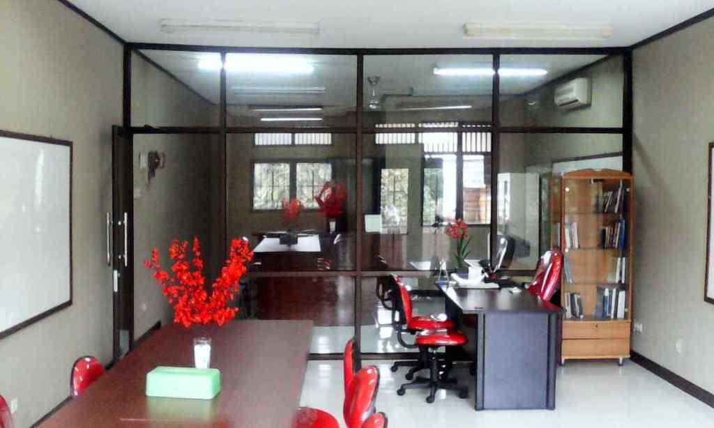 Pintu dan Partisi Kantor