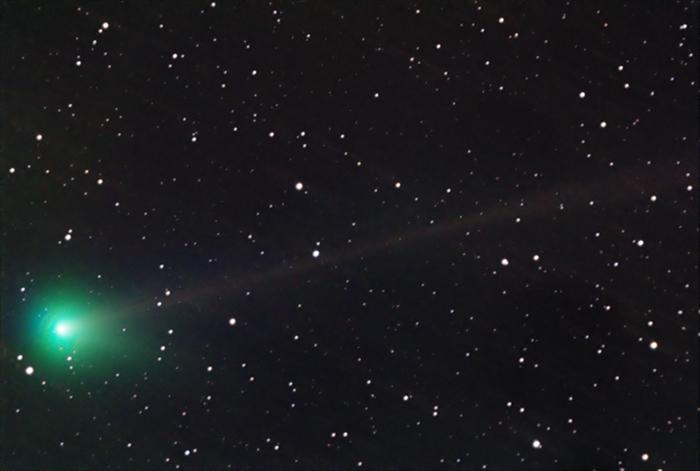 Fotografia della cometa McNaught presa tra le 3.15 e le 4.07 l'8 giugno 2010 in Grecia da Anthony Ayiomamitis. Tutti i diritti sono dell'autore