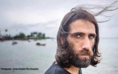 بهروز بوچانی، پناهنده ایرانیِ زندانی در یک جزیره، برنده دو جایزه بزرگ ادبی استرالیا شد