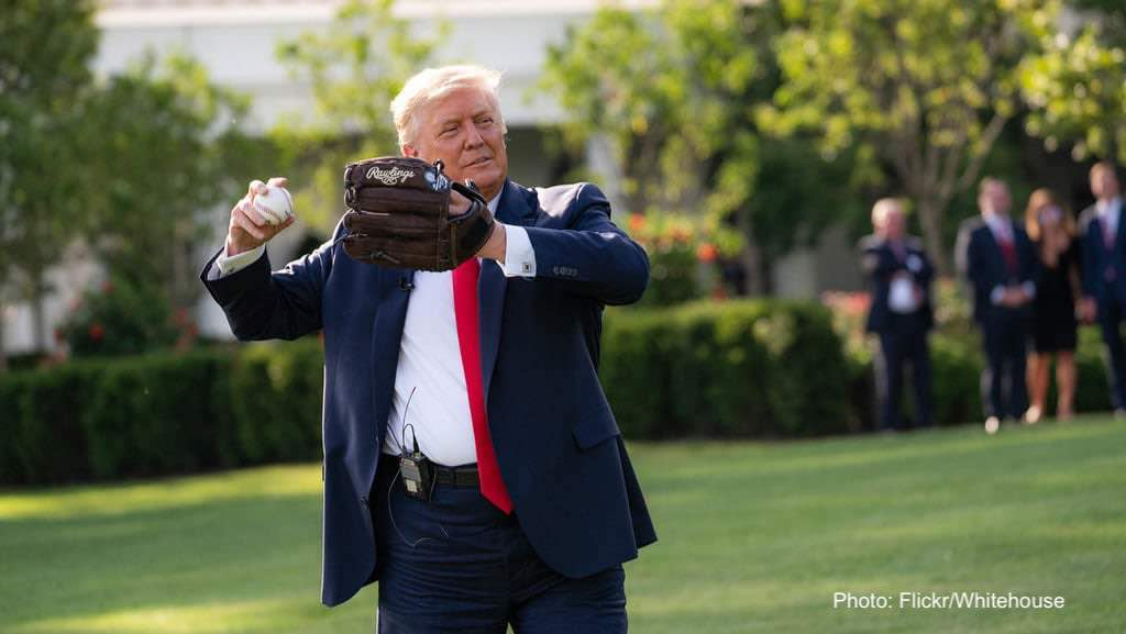 """ترامپ گلایه میکند که """"کسی من را دوست ندارد"""""""