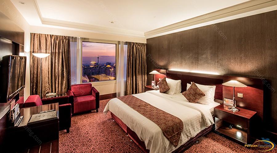 parsian-azadi-hotel-tehran-royal-suite-2