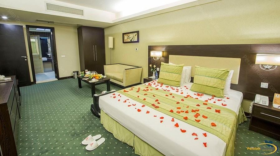 parsian-evin-hotel-tehran-grand-suite-4