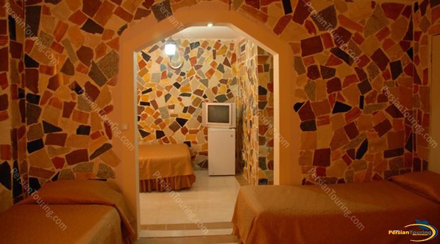 Ibne-Sina-Hotel-Isfahan-Triple-Room-1