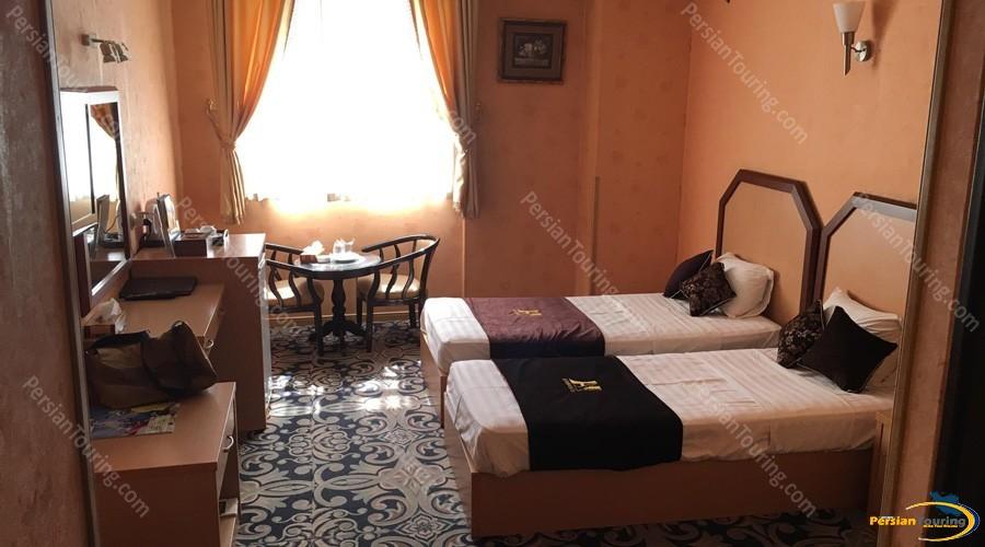 aseman-hotel-isfahan-twin-room-3