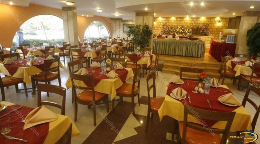 azadi-hotel-isfahan-restuarant-2