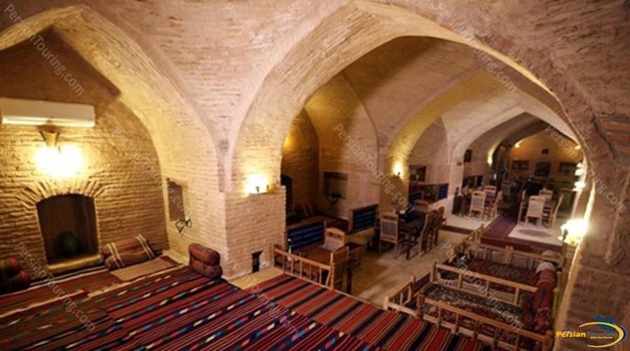 kuhpa-caravanserai-isfahan-traditional-restuarant-2