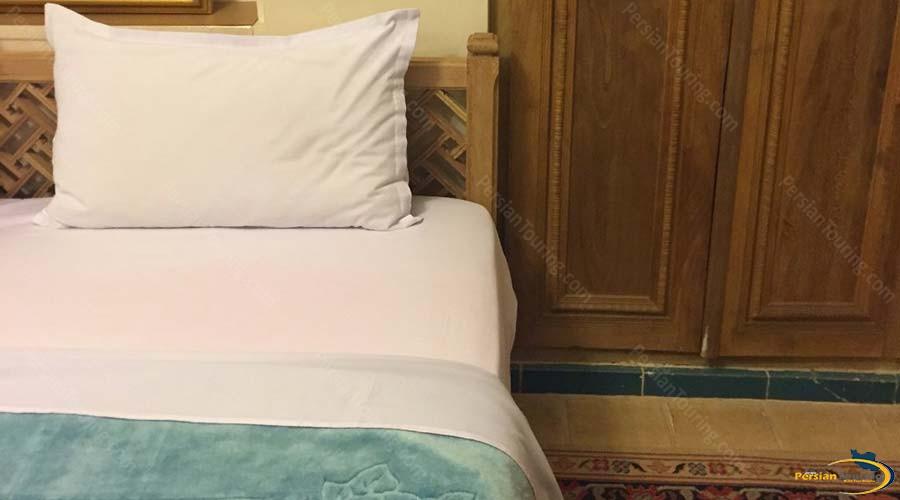 mahinestan-raheb-hotel-kashan-single-room-1