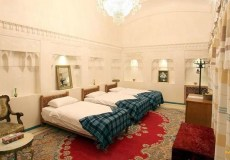 mahinestan-raheb-hotel-kashan-triple-room-1