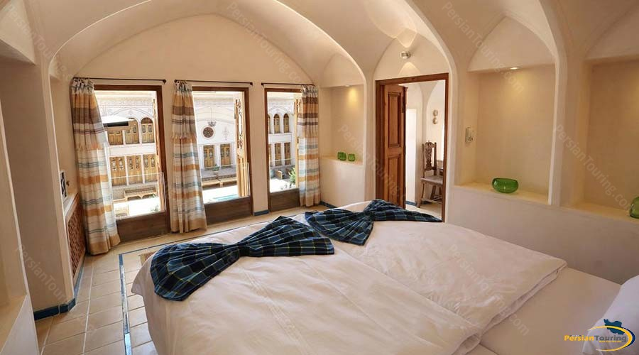 mahinestan-raheb-hotel-kashan-twin-room-2