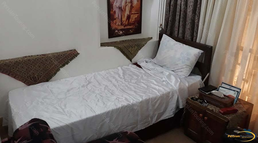 malek-al-tojar-hotel-yazd-single-room-1