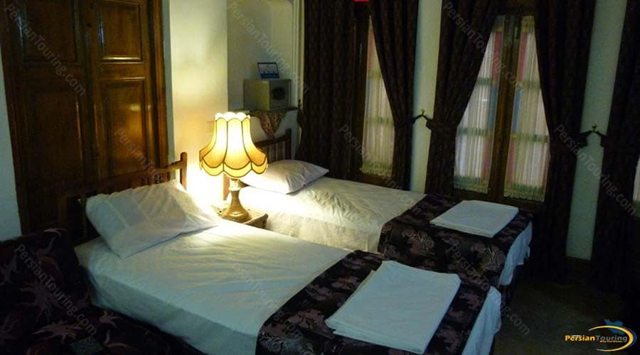 mehr-traditional-hotel-yazd-twin-room 1