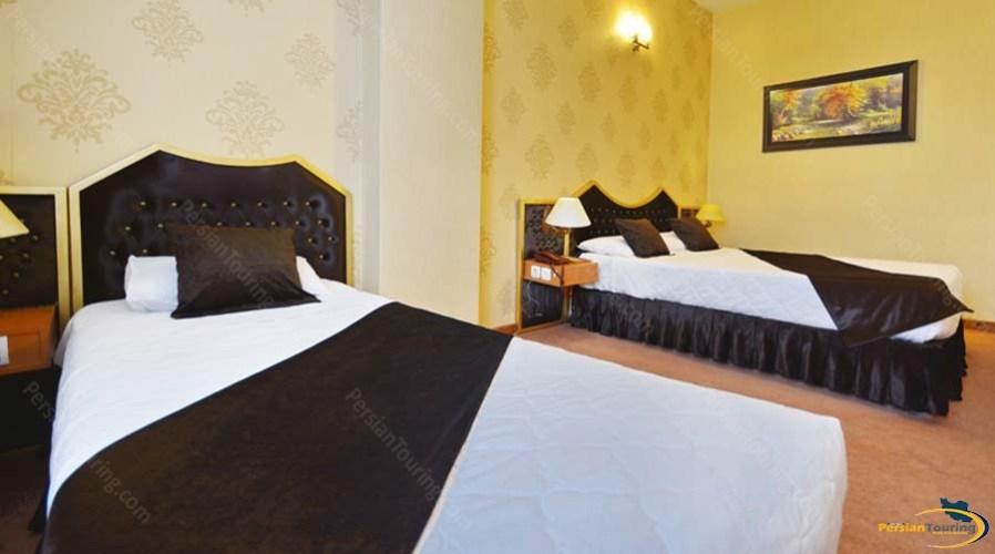 park-saadi-hotel-shiraz-triple-room-1