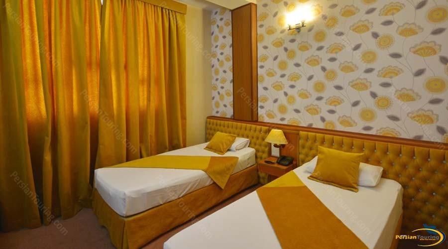 park-saadi-hotel-shiraz-twin-room-2