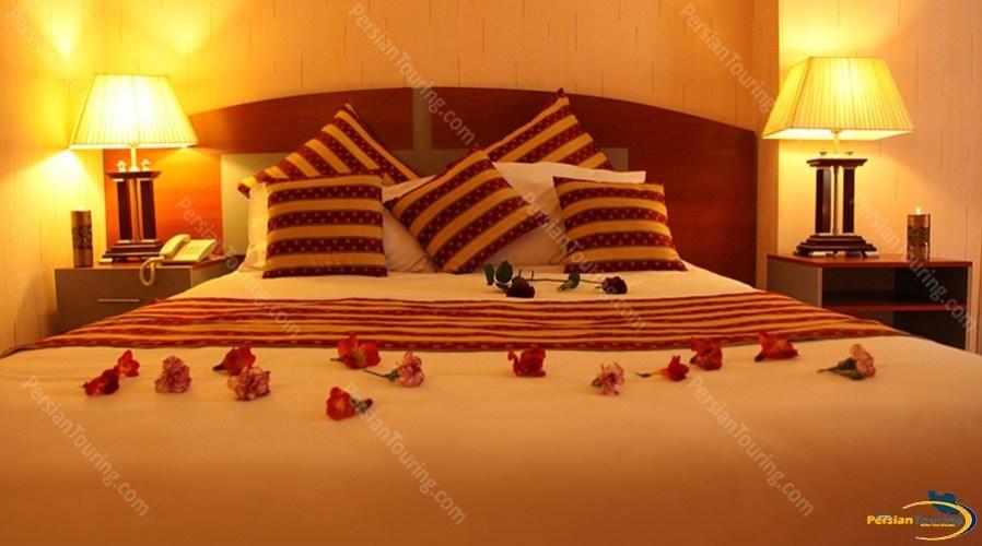 parsian-ali-qapu-hotel-isfahan-double-room-2