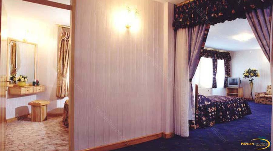 parsian-hotel-shiraz-quadruple-suite-2
