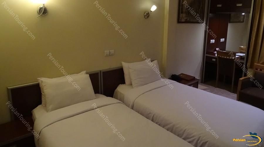 piroozy-hotel-isfahan-twin-room-1