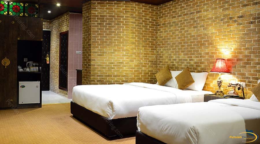 setaregan-hotel-shiraz-triple-suite-1