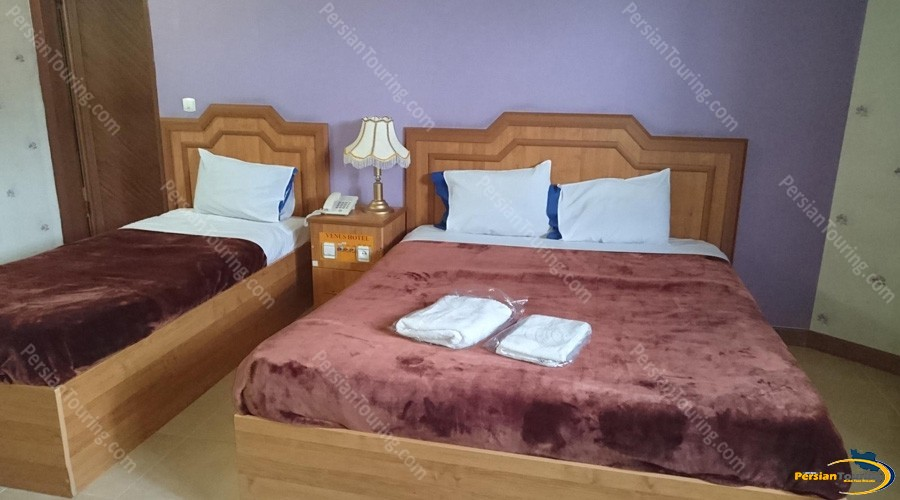 venus-hotel-isfahan-triple-room-2