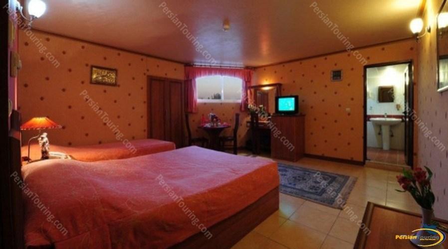 venus-hotel-isfahan-twin-room-1