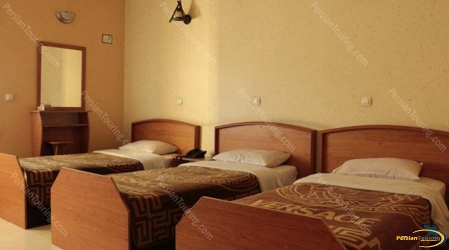 homam-hotel-isfahan-triple-room-1