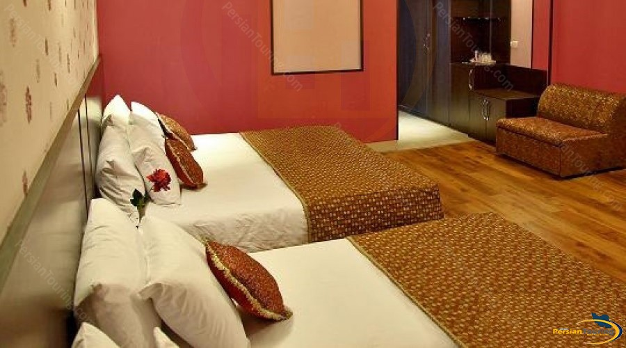 baba-taher-hotel-tehran-quadruple-room-3