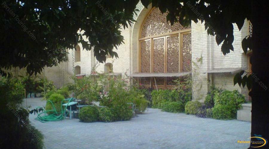 chehel-tan-garden-3