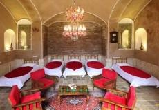 morshedi-house-hotel-kashan-shah-neshin-five-beds-room-1