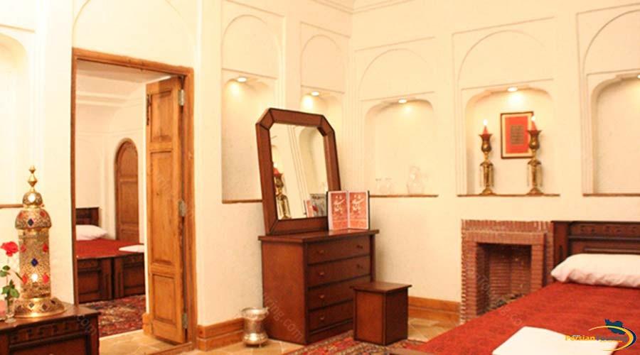 morshed-garden-traditional-hotel-yazd-triple-room-1